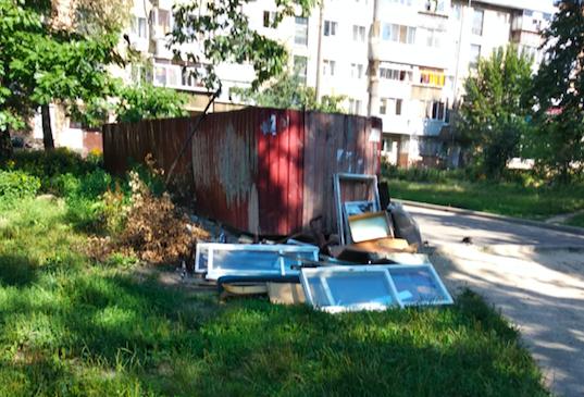Чому українські смітники такі смітники, або Хто відповідальний за сумнівну «красу у подвір'ї»?