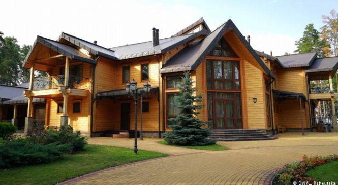 Хто, як і за скільки запрошує на відпочинок у мисливську резиденцію Януковича