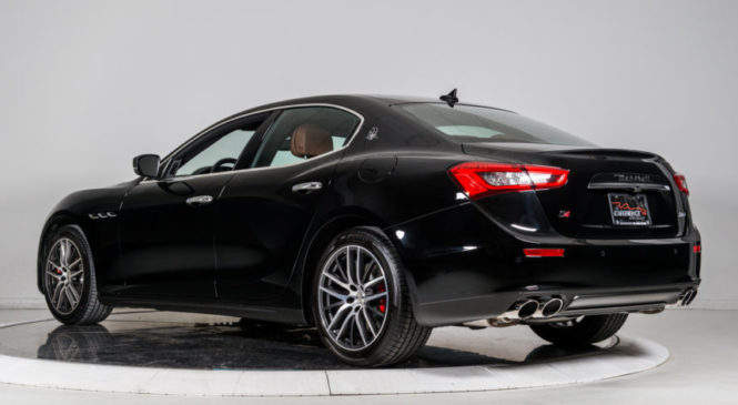 Львівський податківець, звільнений після купівлі Maserati, поновився на роботі у ДФС