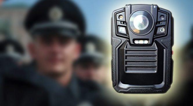 Після розслідування журналістів у Національній поліції пообіцяли передати патрульним Черкащини 80 бодікамер