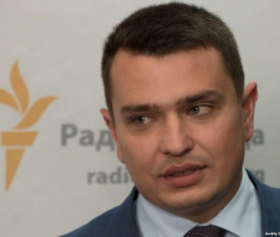 «Схеми» зафільмували нічну зустріч Ситника вдома у президента Порошенка