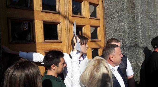 Закриті двері мерії Геннадія Кернеса