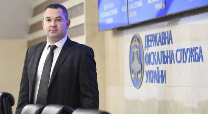 Суд зняв електронний браслет та повернув закордонний паспорт Продану
