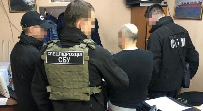 Інспектор Одеської митниці погорів на систематичному здирництві