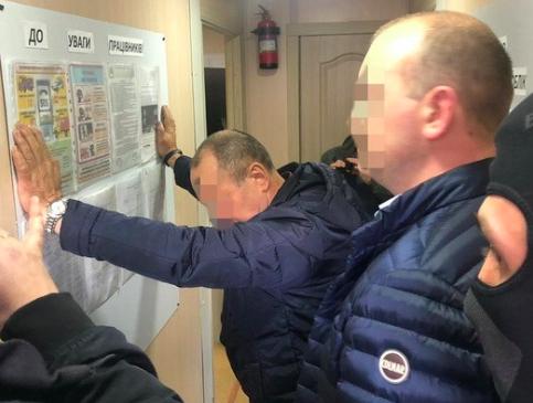 На багатомільйонному хабарі упіймався директор львівського КП