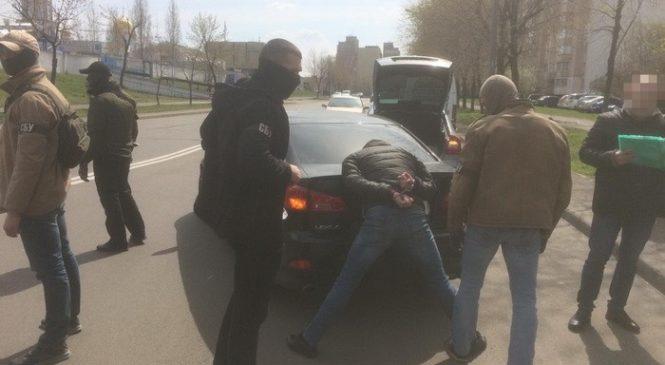 У Києві викрили підприємця на псевдопосередництві у пропозиції хабара керівництву ГПУ