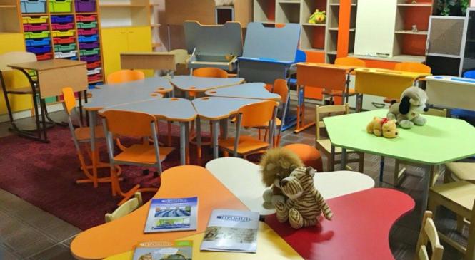 На Вінничині задорого придбали парти, непридатні для «Нової української школи»