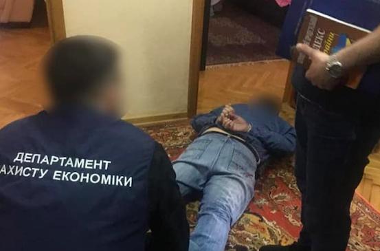 На хабарі у 400 тисяч гривень погорів начальник Управління ДАБІ в Рівненській області