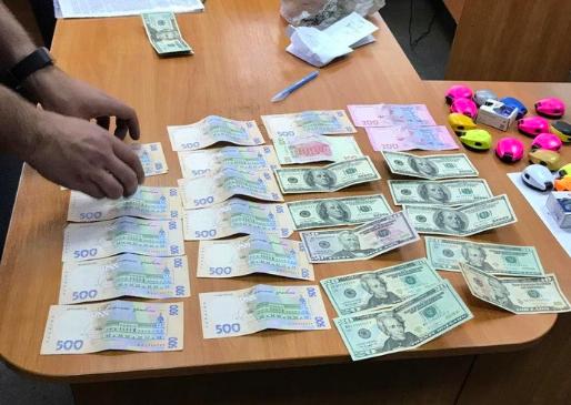 На Черкащині посадовці митниці попались на масштабних зловживаннях