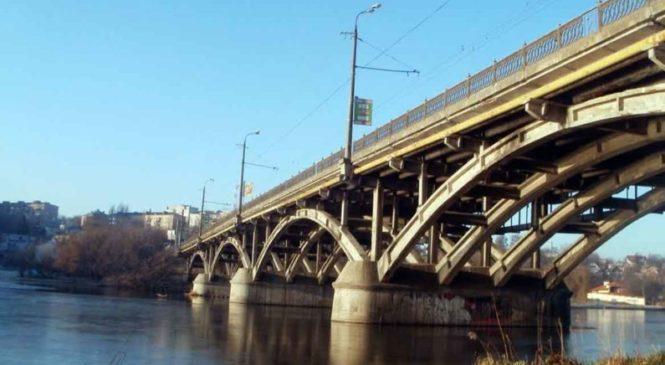 Поліція виявила зловживання під час реконструкції мосту у Вінниці