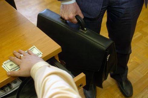 Детективи НАБУ завершили розслідування справи судді-хабарника із Закарпаття